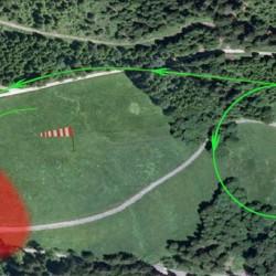 Bild 6. Bei Südwind Linkslandevolte - Position zwischen Bauernhof und Waldstück